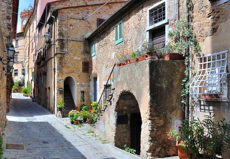 Scorcio-borgo-di-Bolgheri-in-Toscana