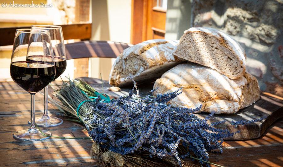 Il-Meletto-vino-pane-lavanda